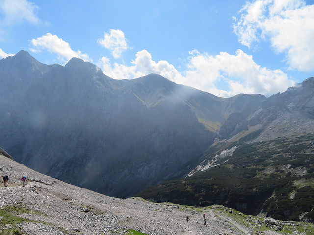 Zugsmoitze mountain, a stony path heading down into the valley